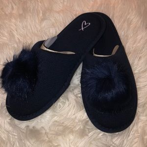 NWT-Victoria's Secret Pom Pom Slippers